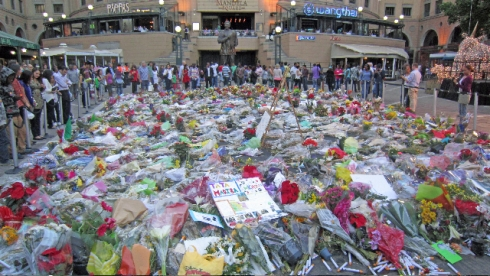 Nelson Mandela Square. 13 December 2013. Sandton City. South Africa Photo : Russell Kingston